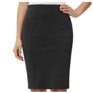 Daisy Fuentes ••slimming pencil skirt